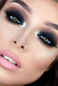 Smokey Eye Ideas & Looks To Steal From Celebrities Sexy Smokey Eye Makeup Ideas to Help You Catch His Attention ★ See more: /.Sexy Smokey Eye Makeup Ideas to Help You Catch His Attention ★ See more: /. Maquillage Smoky Eye, Smoky Eyeshadow, Eyeshadow Makeup, Makeup Brushes, Makeup Remover, Glitter Makeup, Smokey Eyeliner, Glittery Nails, Eyeshadow Ideas