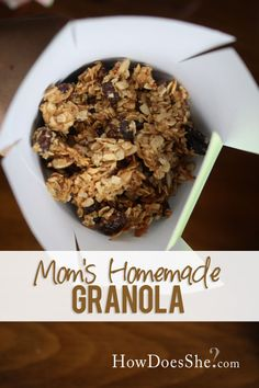 Mom's Homemade Granola - Healthy and Filling Granola! Great snacks or for breakfasts on the go!! Recipe at HowDoesShe.com #granola