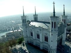 Exceptional pictures of Lyon (France) filmed using a drone - YouTube