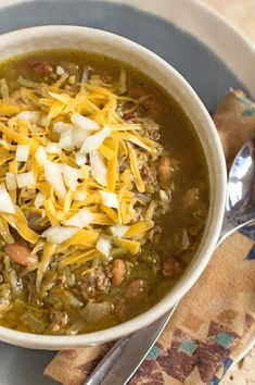 Green Chile Stew - A quick easy stew with ground beef lots of New Mexico green chile and pinto beans mjskitchen Green Chilli Stew, Green Chili Pork, Green Chili Recipes, Chilli Recipes, Mexican Food Recipes, Soup Recipes, Cooking Recipes, Recipies, Mexican Meals