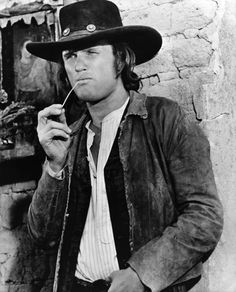 "Kris Kristofferson en ""Pat Garrett y Billy el Niño"" (Pat Garrett & Billy The Kid), 1978 Western Film, Western Movies, Western Art, Western Style, Pat Garrett, Westerns, Sam Peckinpah, Kris Kristofferson, Cowboy Up"