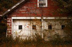 Rustic red garage art - available at Country Mom City Mom Rustic Walls, Rustic Wall Decor, Rustic Farmhouse Decor, Red Wall Decor, Unique Wall Decor, Small Garage Organization, Organization Ideas, Garage Art, Garage Ideas
