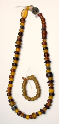 """ACRAuctionE21: 133 - Lotto multiplo di due collane ricomposte in pasta vitrea. Periodo imperiale, III - IV secolo d.C.; Lunghezza collane 26 cm, 6 cm; Estremamente raffinata. Non si accettano restituzioni.<br class=""""eng_sep"""" />Multiple lot of 2 composed glass paste necklaces. Roman Period, 3rd - 4rth century AD.; Lunghezza collane 26 cm, 6 cm; Extremely fine Lot sold as seen - no returns. - Dea Moneta"""