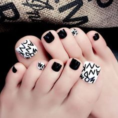 Want some ideas on spring toe nails design? Then check out these beautiful toe nails design ideas. Green Toe Nails, Pretty Toe Nails, Cute Toe Nails, Summer Toe Nails, Black Nails, Coffen Nails, Goth Nails, Feet Nails, Hair And Nails