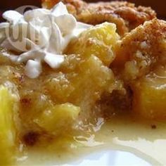 """Pineapple Crisp """"Not your typical crisp, this one has a tropical feel. Crushed pineapple is layered with a buttery, brown sugar crumbly topping. """" from oceanarium: pineapple, peach + ______"""" Dessert Dishes, Köstliche Desserts, Pineapple Desserts, Pineapple Cobbler, Recipes With Crushed Pineapple, Pineapple Muffins, Pineapple Casserole, Pineapple Bread, Baked Pineapple"""
