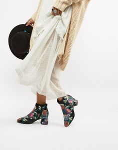 Shop Vero Moda paisley print ankle boots at ASOS. Asos, Ankle Boots, Fashion 2018, Fashion Tips, Haute Couture Fashion, Paisley Print, Fashion Brand, Cool Style, Clothes