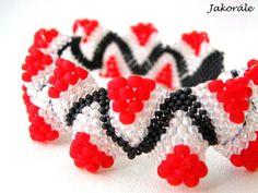 Náramek je šitý technikou peyote, kdy se přišívá jeden korálek ke druhému a vzniká tak mřížka. Je časově velmi náročný. Vyrobený z kvalitních japonských korálků Toho. Barevná kombinace je černá, křišťálová a červená. Vše je šito nití Nymo.  Zapínání je magnetické.  Délka náramku včetně zapínání je 19,5 cm a šířka cca 2 cm. Bracelets, Jewelry, Jewlery, Jewerly, Schmuck, Jewels, Jewelery, Bracelet, Fine Jewelry