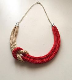 Coral red and beige knitted necklace with sailor knot - Necklace made entirely by hand with the tricot technique using a cotton yarn of excellent qual - Knitted Necklace, Fabric Necklace, Knot Necklace, Beaded Necklace, Rope Jewelry, Jewelry Crafts, Jewelery, Handmade Jewelry, Silver Jewelry