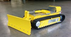 Tracked Carriers DC-Trak 450 H1 The DCT-450 H1 is an ecologically designed radio controlled electric vehicle, featuring a heavy duty... Rc Track, Electric Cars, Electric Vehicle, Hydraulic Pump, Combustion Engine, Chenille, Radio Control, Cool Toys, Tractors