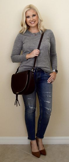 Just your run of the mill, casual outfit, on a Tuesday. 😚           Sweater  | Jeans  | Necklace  | Handbag  | Pumps