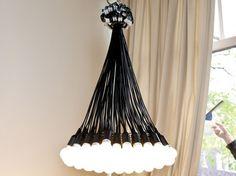 >>Charley Cameron  '85 Lamps' Chandelier by Droog Gets Eco-Friendly LED Update<< Bei uns hängt noch die Version mit den 6 Watt Glühbirnen.. vielleicht Zeit für einen Tausch!
