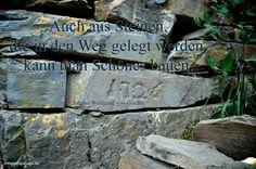 Auch aus Steinen, die in den Weg gelegt werden, kann man Schönes bauen. Johann Wolfgang von Goethe #zitate #deutsch
