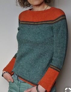 Knitting Patterns Pullover Socks left: red wool, main part gray patterned, stripes dark blue (see red wool) Diy Pullover, Knit Fashion, Pulls, Hand Knitting, Knitting Machine, Knitting Patterns, Crochet Patterns, Lace Patterns, Knit Crochet