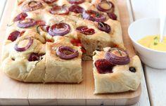Fylt focaccia med balsamicoløk, tomater og Tind spekemat - med hjemmelaget aïoli - TRINEs MATBLOGG