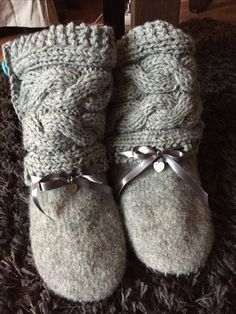 Varrelliset tossut, huovutetut sukat. Felted socks. Birkenstock Boston Clog, Clogs, Slippers, Socks, Fashion, Clog Sandals, Moda, Fashion Styles, Slipper