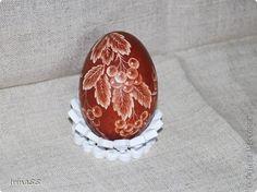 Здравствуйте жители СМ! Скоро Пасха.  Я занята подготовкой подарков. В этом году я решила сделать драпанки и хочу показать их Вам. Все рисунки процарапаны острым ножом на курином яйце. Яйца предварительно выдула, а потом варила их в яичной шелухе. фото 8