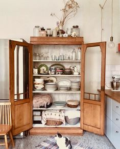 my scandinavian home: A Warm and Relaxed Artists Home Full of Vintage Finds Hotel Berlin, Colorado Homes, Living Room Seating, Scandinavian Home, Inspired Homes, Beautiful Kitchens, Home Organization, Sweet Home, House Design