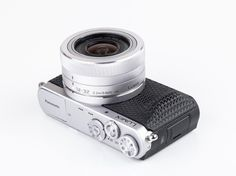 Panasonic has recently collaborated with German design firm WertelOberfell to combine their marvelously tiny Lumix interchangeable lens camera with custom parts. Technology Gifts, Technology Design, Photo Supplies, Camera Cover, Id Design, Camera Equipment, 3d Prints, Cool Tech, Industrial Design