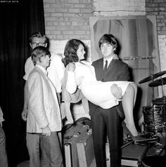The Beatles pose with singer, Cherry Rowland, and Paul carries her around for a bit, backstage at The Futurist Theatre in Scarborough, North Yorkshire on the August Beatles Band, Beatles Love, Les Beatles, Beatles Photos, Paul Mccartney, Liverpool, Richard Starkey, Just Good Friends, The Fab Four