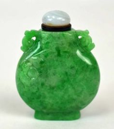Chinese Natural Green Jadeite Snuff Bottle : Lot 70