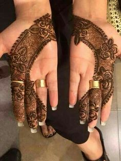 Mehndi Designs are the authentic patterns that are adored by the ladies of all the ages. Mehndi is the basic factor or key jewelry for the ladies in all Cute Henna Designs, Latest Henna Designs, Finger Henna Designs, Stylish Mehndi Designs, Bridal Henna Designs, Beautiful Mehndi Design, Designs Mehndi, Heena Design, Bridal Mehndi