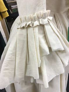 18th Century Dress, 18th Century Fashion, Theatre Costumes, Movie Costumes, Historical Women, Historical Clothing, Terry Dresbach, Outlander Costumes, Dark And Twisted