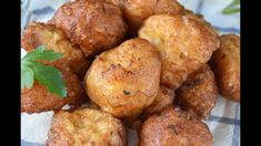 Buñuelos caseros de bacalao - YouTube Ethnic Recipes, Youtube, Food, Homemade Recipe, Appetizers, Ethnic Food, Spanish Cuisine, Entrees, Essen