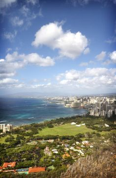 ✮ View of Waikiki and Honolulu from the top of Diamond Head, Oahu, Hawaii