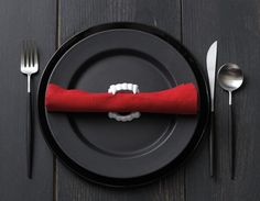 Vampire dinner setting. #vampires #halloween