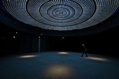 Centre Elephant Paname in Paris - conception lumière: atelier H. Audibert ; http://atelierherveaudibert.com/ ; Maîtrise d'œuvre : Lahyani Architectes ;Maîtrise d'ouvrage : SCI Volney Lieu : Paris (75), France; Surface : 2 x 500 m2;  Livré en septembre 2012;  Photo ©Emmanuel Donny