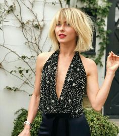 9 Classy Short Bob Hairstyles & Haircuts with Bangs What typ Hairstyles For Thin Hair bangs bob classy Haircuts Hairstyles Short typ typesofhairstyles Haircuts With Bangs, Short Bob Hairstyles, Hairstyles With Bangs, Pretty Hairstyles, Classy Hairstyles, Blond Pony, Pelo Popular, Julianne Hough Short Hair, Celebrity Pixie Cut