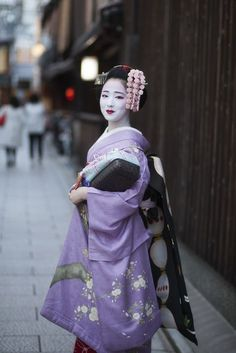 Geisha Japan, Geisha Art, Japanese Beauty, Asian Beauty, Kyoto, Kabuki Costume, Japan Girl, Japan Fashion, India Fashion
