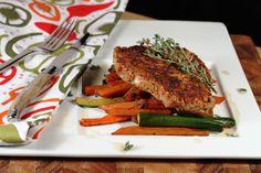 Côtelette de veau en croûte de pacanes et légumes au sirop d'érable! 416 calories / 30 g glucides / 19 g gras / 34 g protéines / 5 g fibres
