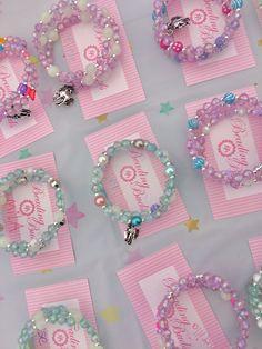Unicorn craft jewelry making birthday party for girls and boys. : Unicorn craft jewelry making birthday party for girls and boys. Little Girl Jewelry, Kids Jewelry, Jewelry Party, Jewelry Crafts, Jewelry Making, Unicorn Birthday Parties, Unicorn Party, Mobile Craft, Unicorn Crafts