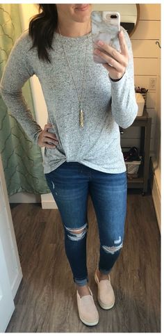 2020 Women Jeans Mens Biker Jeans Frayed Jeans Glitter Flared Pants – rosewew Source by casual como combinar verano Outfit Jeans, Biker Jeans, Skinny Jeans Shoes, Jeans With Sneakers, Outfits With Skinny Jeans, Ripped Jeans, Black Jeans Outfit Fall, Distressed Jeans Outfit, Casual Outfits