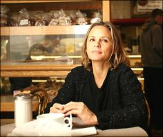 Amy Sedaris in a coffee shop? Sweet dreams are made of moments like this! Amy Sedaris, Female Actresses, Inspiring Women, I'm Happy, Athletic Women, Bffs, Siblings, Sweet Dreams, Comedians