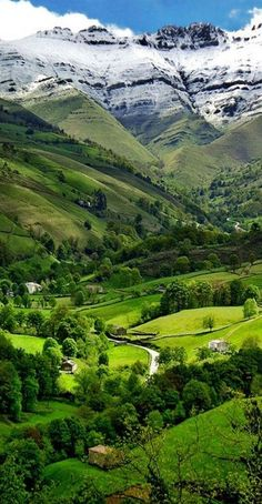 Valle del Pisueña in Cantabria, España • photo: lapidim on Flickr