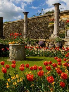 Hever Castle Gardens , Kent, England