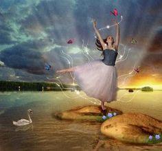 O sol banha meu dia com raios luminosos deixando minha face corada feito semente de romã... Olho para o céu através da janela temendo que o tempo mude pois está lindo,firme,sem nuvens claridade em festa sobre o jardim verde vivo,e eu além do tempo vejo a vida, e vejo na vida o amor ! Vida de cores e amor sem dores O sol aquecendo a alma e o amor derramando em flores Não há tristeza...é só alegria e eu   valsando  poesia...