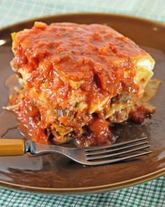 An expert trick makes simple work of rolling these meatballs into shape. The meatballs are used in Patsy's Meatball Lasagna. Meatball Lasagna, Sausage Lasagna, Lasagna Bolognese, Skillet Lasagna, Cheese Lasagna, Baked Pasta Recipes, Baked Penne, Lasagna Recipes, Meatball Recipes