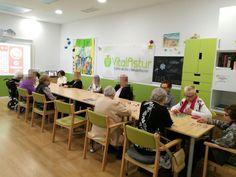 Sesión de bingo enmarcada en el programa de actividades de ocio en Vitalastur centro de día y rehabilitación.
