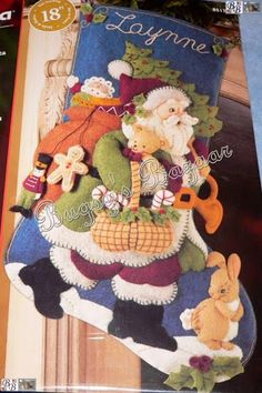 CLUB DE LAS AMIGAS DE LAS MANUALIDADES (pág. 350) | Aprender manualidades es facilisimo.com Felt Christmas Stockings, Felt Stocking, Christmas Ornaments To Make, All Things Christmas, Christmas Holidays, Christmas Decorations, Christmas Quilt Patterns, Christmas Stocking Pattern, Clay Fairy House