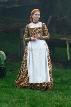 Scarlet Johanson as Mary Bolyn from The Other Bolyn Girl, in a printed floral frock and apron.