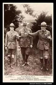 Prince of Wales with Chief Scout Sir Robert Baden-Powell Les Scouts, Girl Scouts, Robert Baden Powell, Norman Rockwell Art, Wood Badge, Scout Activities, Les Religions, Scout Leader, Eagle Scout
