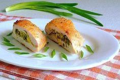 Combinația între brânză și verdeață este preferată de mulți, în special cea folosită ca umplutură pentru plăcinte. Astăzi însă noi am hotărât să vă convingem cât de armonios se combină această umplutură cu bucatele din carne.În 100 g de file de pui cu brânză și verdeață se conțin 55 kcal, proteine - 2,8 g, grăsimi …