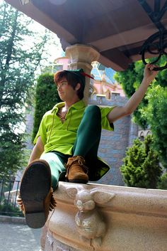 Peter Pan at Disneyland! I want to go to Disneyland sooo bad. Disney Dream, Disney Love, Disney Magic, Disney Trips, Disney Parks, Walt Disney World, Peter Pan Disney World, Disney And Dreamworks, Disney Pixar