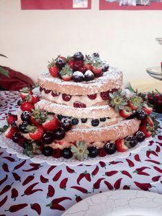 Naked Cake de frutas vermelhas! Nossos bolos feitos com amor e carinho para você! Orçamentos e encomendas: queroacucarbolos@gmail.com e pelo celular e whatsapp (21) 98056-6621