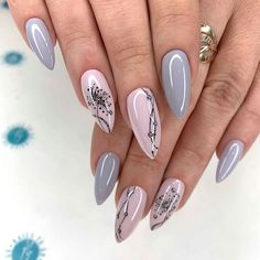 simple spring nail designs for short nails and long nails 15 New Years Nail Designs, New Years Nail Art, Nail Art Designs Videos, Nagellack Design, Nagellack Trends, New Year's Nails, Red Nails, Cute Nails, Pretty Nails