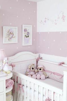 comment bien aménager la chambre bébé fille, lit bebe en bois beige