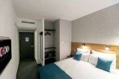 http://www.booking.com/hotel/hu/roombach-budapest-center.en-gb.html?aid=376362;label=booking-name-ocusVqu2ZjTBWS%2ADZp3_%2AgS62207028322%3Apl%3Ata%3Ap1%3Ap2627%2C000%3Aac%3Aap1t1%3Aneg;sid=330fa09a38d19d7d78e70bfd2f016008;dcid=1;checkin=2015-09-03;checkout=2015-09-08;dist=0;no_rooms=1;pr=30%2C70;pr_cur_code=GBP;srfid=46073fd4804058781a0ba412d82b608dc3eda512X3;type=total;ucfs=1&